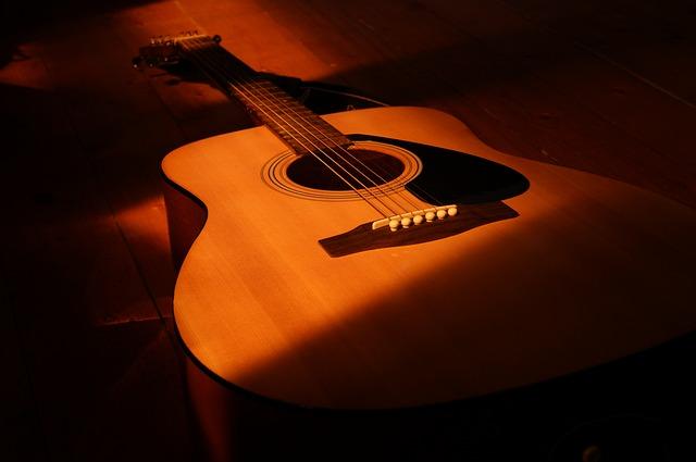soittimet-akustinen-kitara